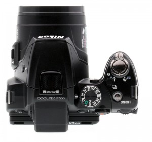 Вид сверху на фотоаппарат Nikon Coolpix P500