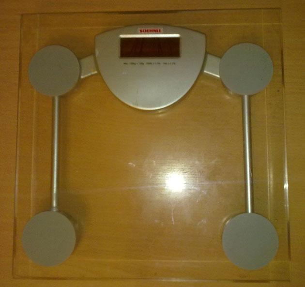 Электронные напольные весы изготовленные из стекла