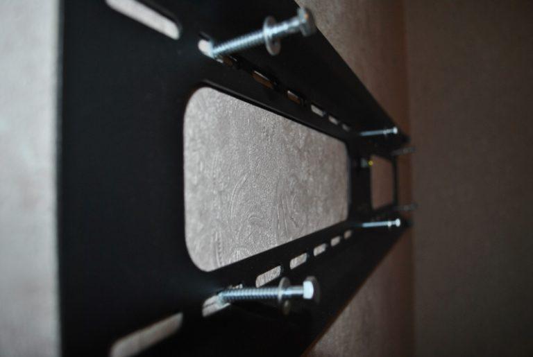 Как телевизор повесить на стену своими руками