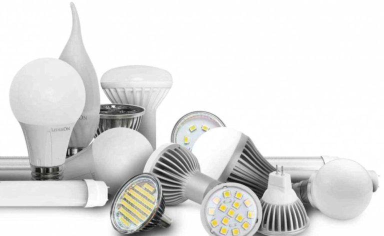 В самом начале 2000-ых годов на рынке электротоваров появился новый продукт – светодиодная лампа или LED – лампа. Это новая технология изготовления ламп, направленная на колоссальную экономию ресурсов и электроэнергии. Важным фактором, который сподвиг разработчиков к переходу на новую технологию светодиодов – это ощутимая проблема по утилизации ламп на люминесцентной основе и паров ртути. Именно поэтому большинство производителей выбираю приоритетным направлением производство светодиодных ламп и светильников. Сильные и слабые стороны светодиодных ламп Как и любой продукт, LED – лампы имеют множество преимуществ, но при этом не лишены недостатков. Начнем с сильных сторон товара: По сравнению с привычными лампами накаливания или галогеновыми разновидностями, светодиодные модели обладают более длительным сроком эксплуатации; Обладают минимальным уровнем энергопотребления, то есть минимальными потерями при преобразовании энергии в световой поток; Высокая светоотдача; Во время работы LED – лампы ниспускают постоянный, равномерный световой поток без видимых пульсаций, что минимизирует нагрузку на органы зрения потребителя; Светодиодные лампы относятся к наиболее безопасным источникам освещения благодаря особенностям своей конструкции; Недостатков всего два, и они несущественны по сравнению с плюсами использования данного вида освещения: Во время работы из-за недостаточного уровня теплоотведения, отдельные диоды могут перегреваться и самопроизвольно выходить из стороя; Обладают высокой стоимостью. «Sanpu» На сегодняшний момент, на глобальном рынке светодиодов за счет повышения качества LED – продукции, производители из Китая ощутимо увеличили объемы продаж. Китайские производители характеризуются отличной продукцией, которая продается по минимальным ценам. Для потребителя основным критерием, влияющим на выбор товара данного сегмента, является торговая марка. Так как не каждый производитель светодиодных ламп может предоставить покупателю качественную продукцию и дать гарант