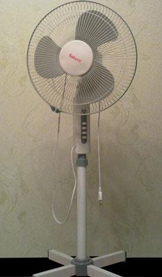 Бытовой вентилятор напольного типа