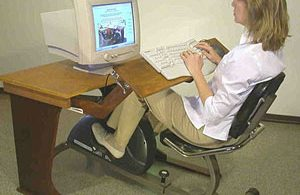 Компьютерный стол с велотренажером