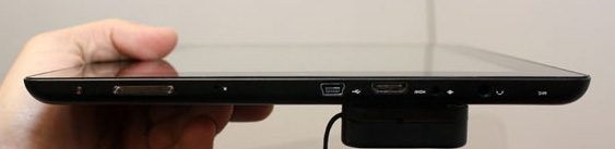 Расположение разъёмов на нижней кромке планшета  Prestigio Multipad 9.7