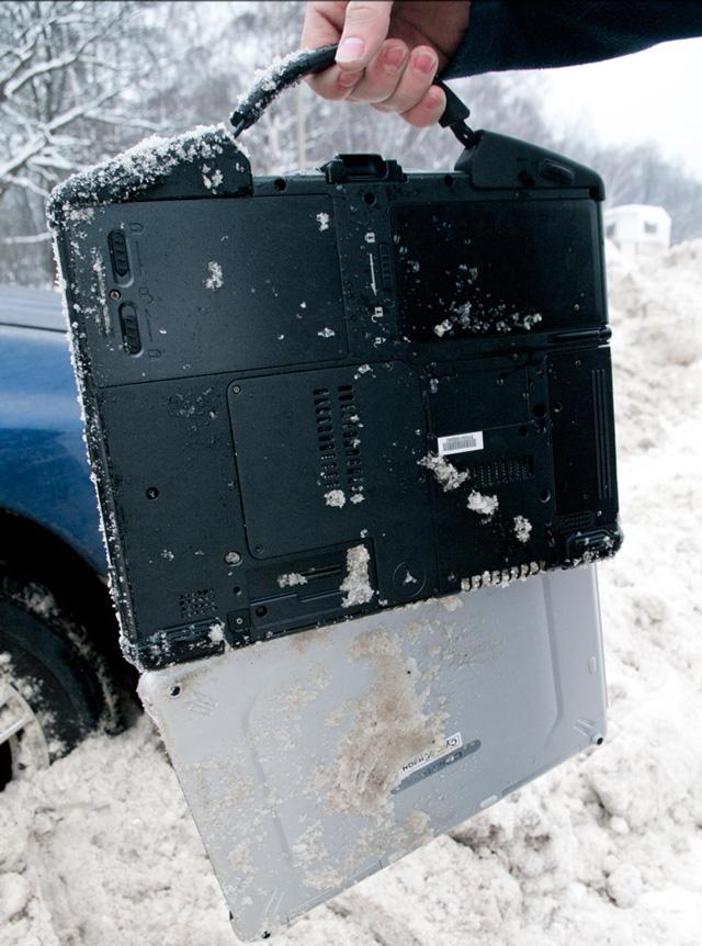 Результаты испытаний ноутбука  DESTEN Cyberbook U872 снегом и грязью