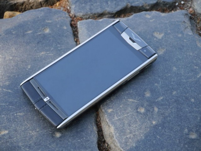 Vertu Signature Touch на пне