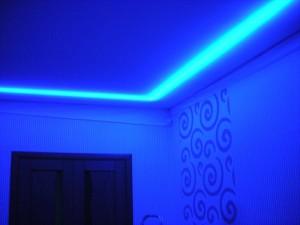 Натяжной потолок - подсветка
